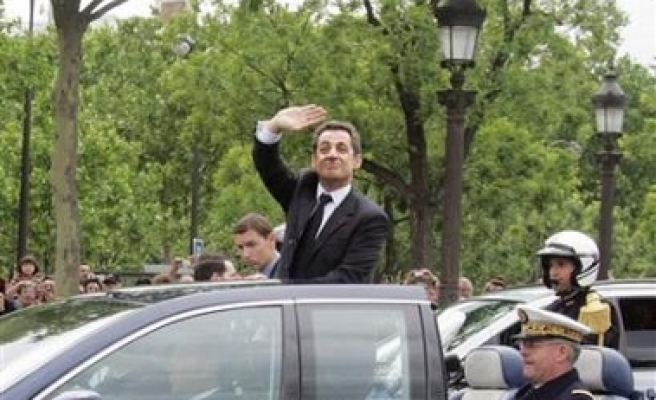 Sarkozy appoints new government