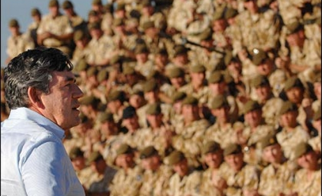 Brown plans troop withdrawal during 100 days to rise rating, Bush warned