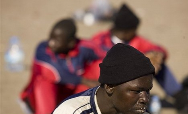 Spain expels more than 750 African migrants