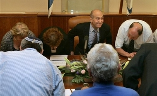 Olmert: Attacks on Hamas will continue