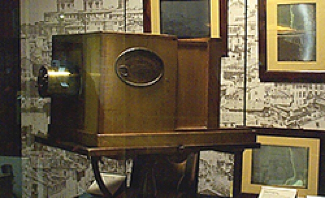 World's oldest camera fetches $800,000