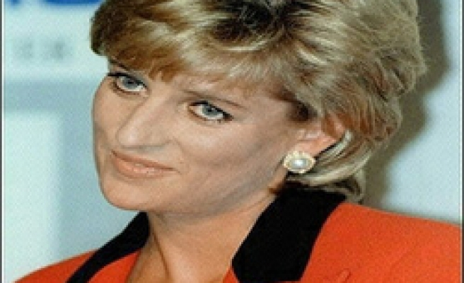 Channel 4 in row over Diana death pictures