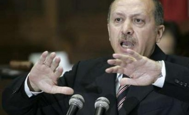 Turkey builds up forces on Iraqi border