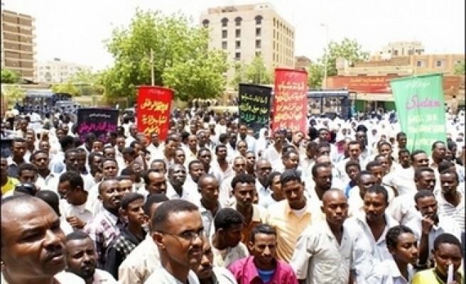 Sudanese rally against U.S. sanctions