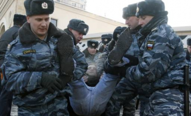 Communist Russian writer Limonov detained in protests over crisis