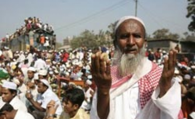 3 million Muslims join mass prayer in Bangladesh / PHOTO
