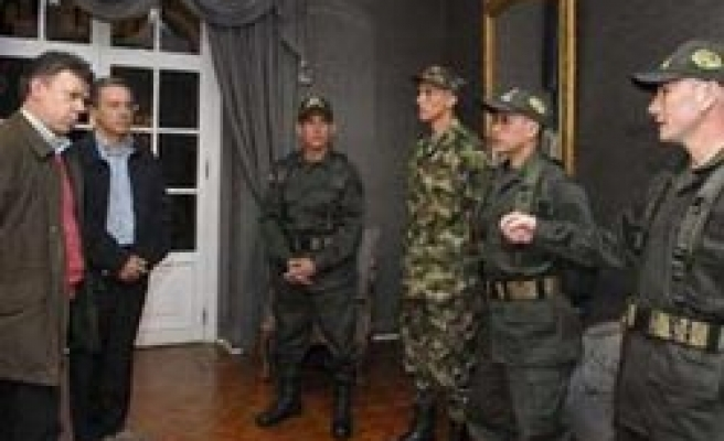 FARC rebels voluntarily free 4 Colombian hostages