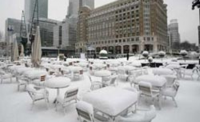London's Heathrow closes, British transport halted by snow