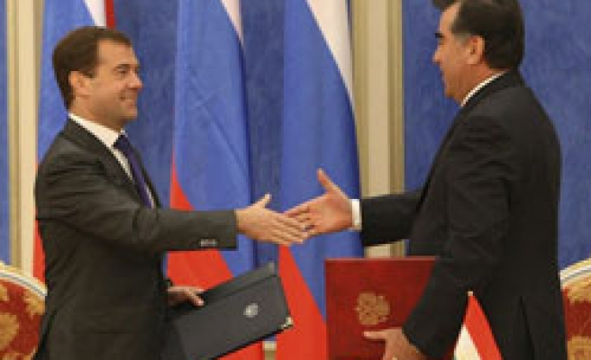 Tajik president changes mind over cancelling Moscow visit