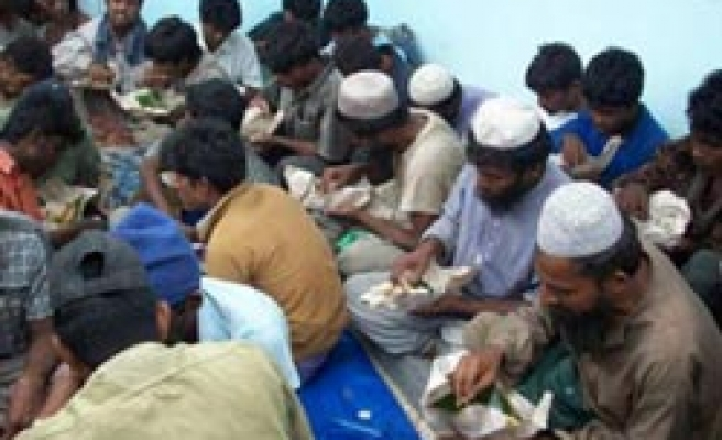 Indonesia rescues 198 more Rohingyas off Aceh after 21 days