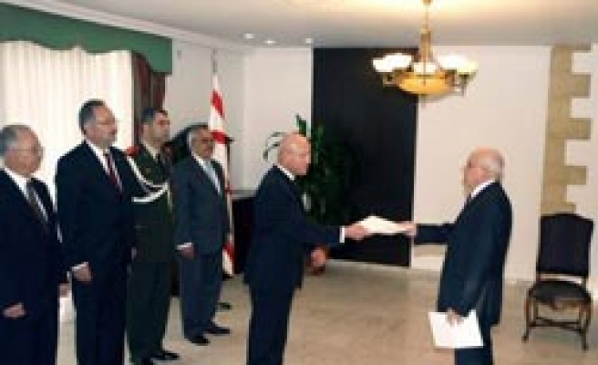 Turkey's new envoy presents diplomatic credentials to President Talat