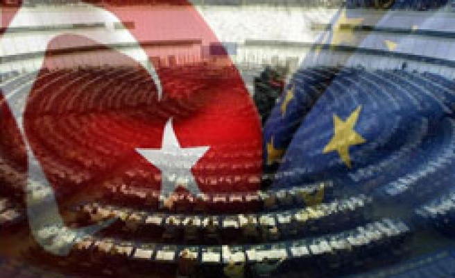 European parliament approves draft report on Turkey