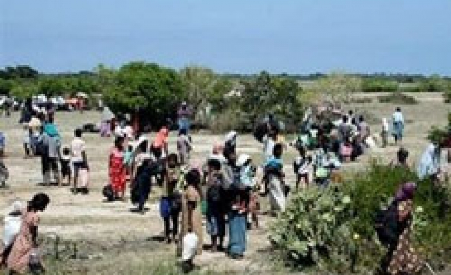 Sri Lankans flee to 'safety zone' amid fires, clashes
