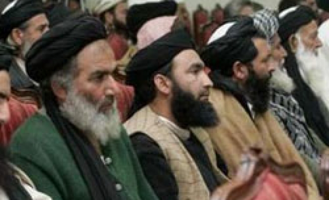 Pakistan accepts to restore Islamic law in Swat valley