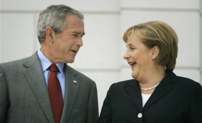 Bush says Russia not to attack Europe and meet Putin later