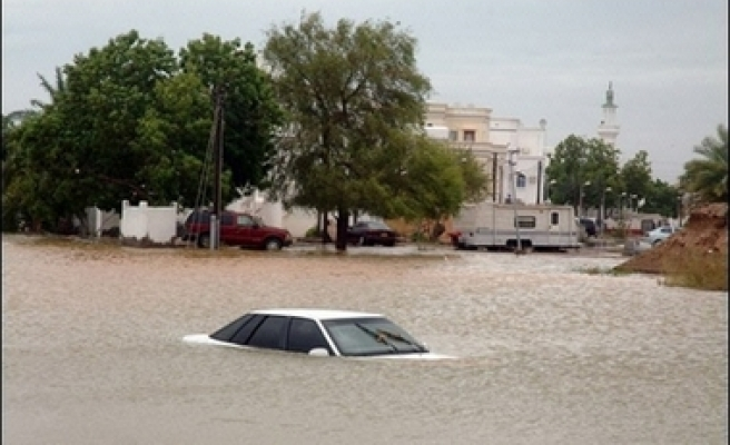 Death toll from cyclone in Oman hits 32