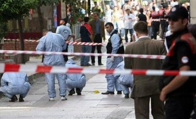 Explosion injures 14 in Istanbul, Turkey