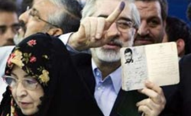 Iran releases daughters of opposition leader