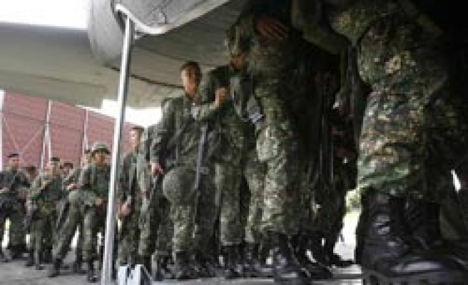 Philippine kills one, troops remain in Maguindanao
