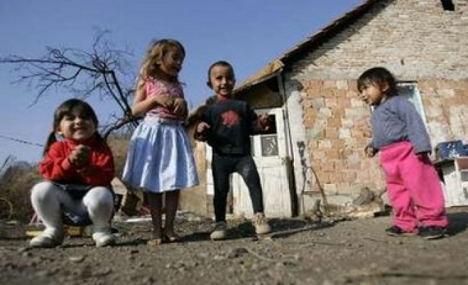 Survey highlights poverty of Roma children in Serbia