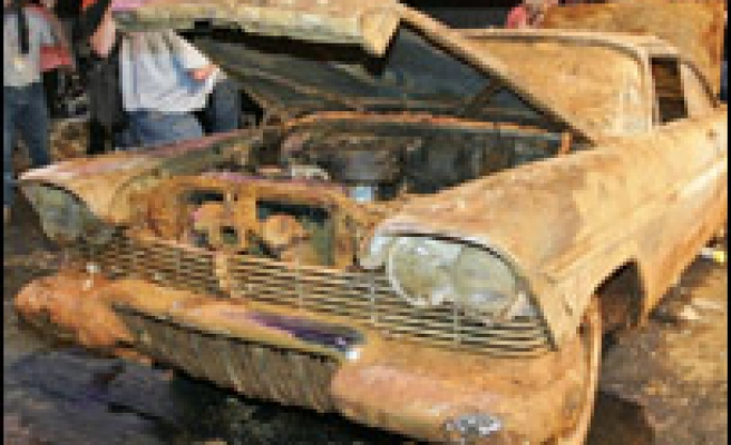 US time capsule yields rusty car