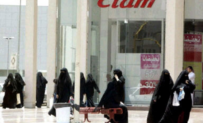 Saudi women to get one third of govt jobs