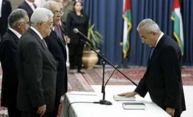 New Palestinian government swears in