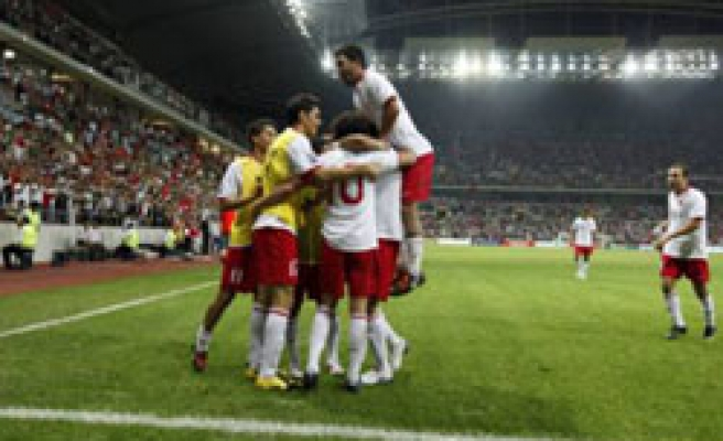 Turkey win to keep World Cup hopes alive