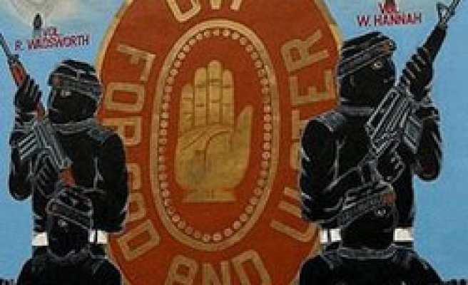 Pro-British paramilitary group to dump arms in N. Ireland