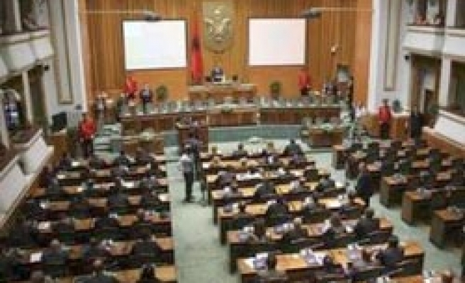 Albania parliament starts sessision with boycott