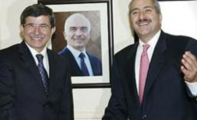 Turkey's FM sees promlems between Syria-Iraq 'family issue'