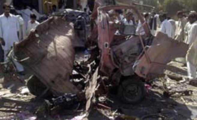 Deadly blast in Pakistan kills many