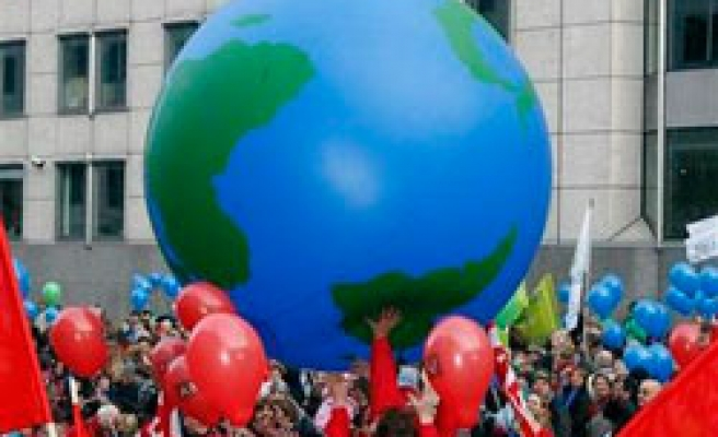 Kyoto Protocol seen extended in UN climate draft