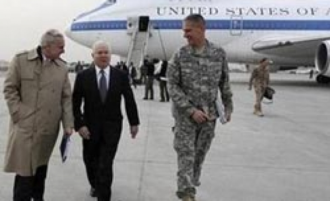 Gates arrives in Iraq after Afghanistan