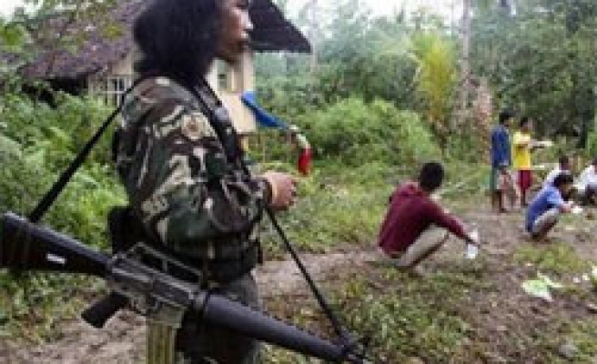 Philippines expects gunmen to free hostages on Sunday