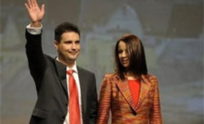 Hungarian Socialists elect PM candidate for 2010