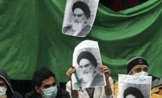 Iran makes arrests over torn Khomeini picture