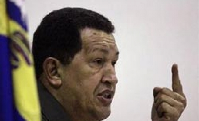Chavez rejects Clinton's threats on Iran ties