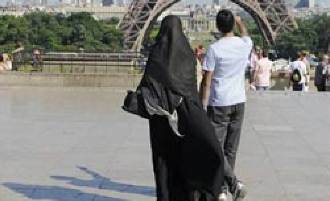 Sarkozy's ruling party to push partial veil ban for a few hundred