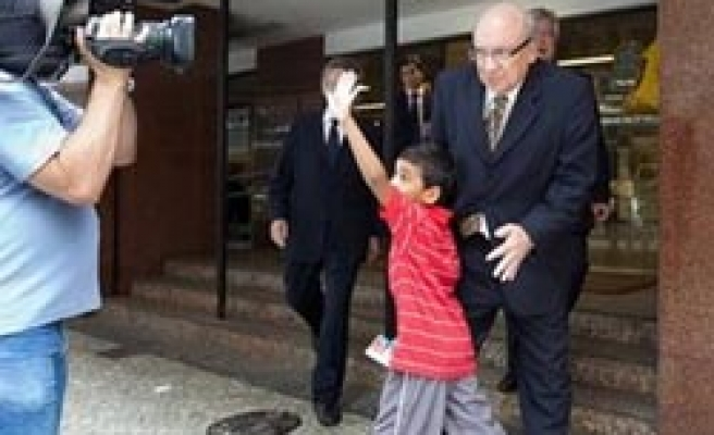 Brazilian court orders boy returned to US father