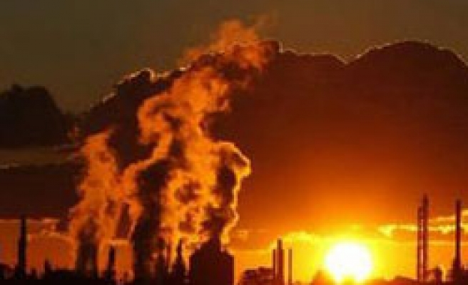 Germany sticking to ambitious CO2 target: adviser