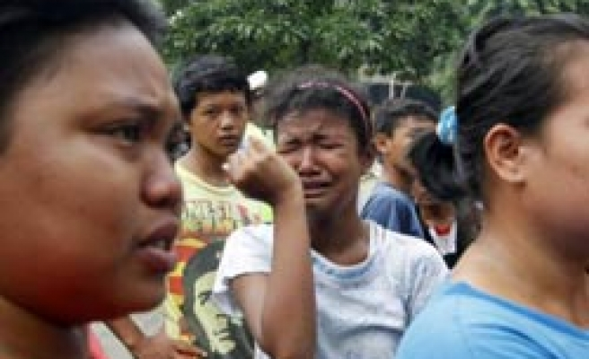 Indonesia building collapse kills 2, injures 12