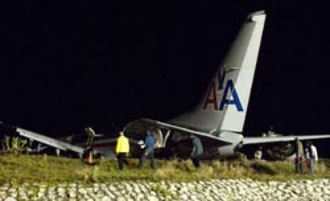 Injuries reported as US plane crashes in Jamaica