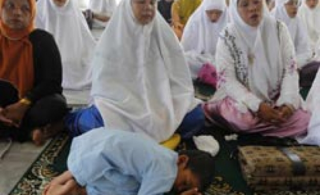 Acehnese in mass prayers to commemorate tsunami tragedy / PHOTO