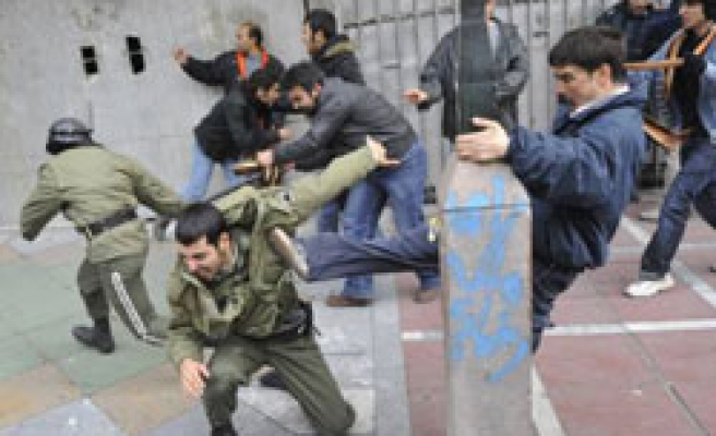 Iran says foreigners among Ashura protest detainees