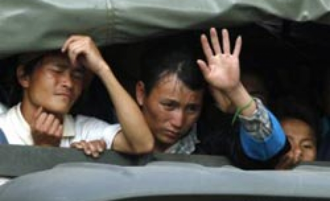 Thai army expels thousands of Hmong refugees