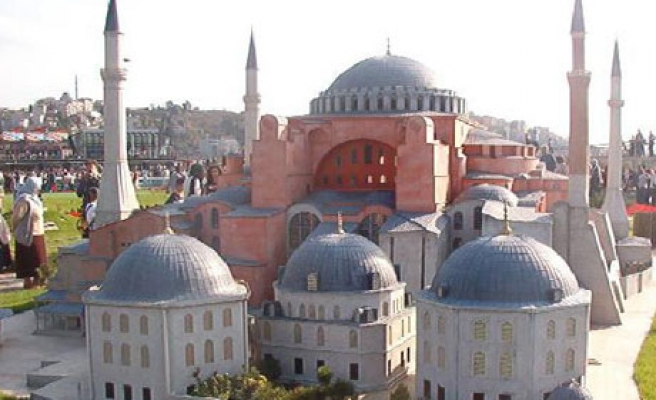 Turkish opposition party calls to restore Hagia Sofia as mosque