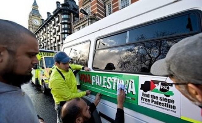 Foreigners protest Egypt at French Embassy over Gaza halt