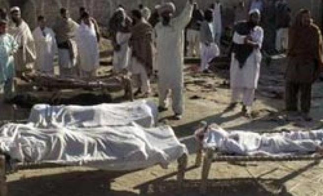 Pakistanis mourn 96 deads as govt pressured for more attacks on Taliban
