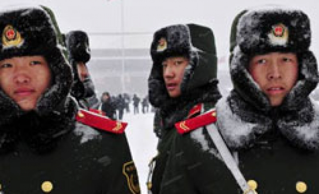 Heavy snow hits thousands in China's Beijing